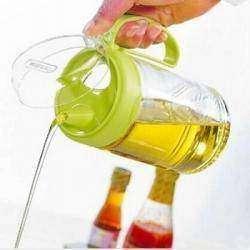 Удобная емкость для подсолнечного масла (уксуса, соуса и т.п.)